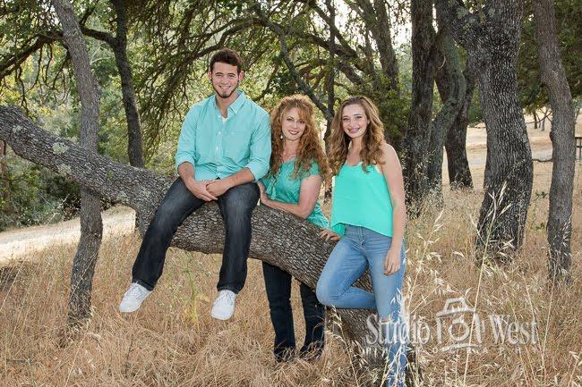 Oak tree family portrait - family portrait photography - Studio 101 West Photographer