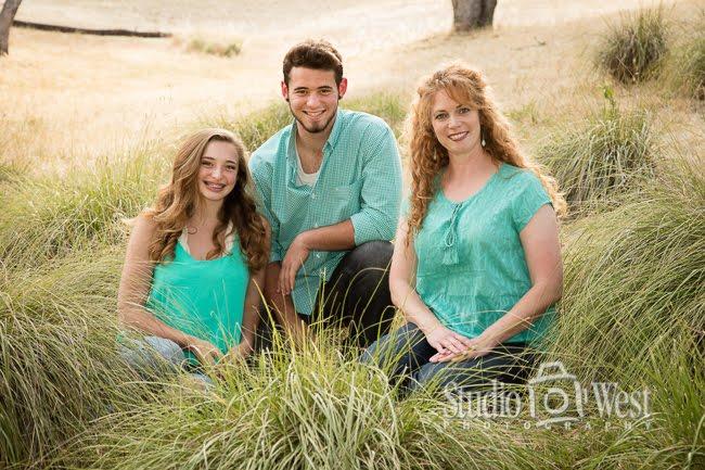 outdoor family portrait - family portrait photography - Studio 101 West Photographer
