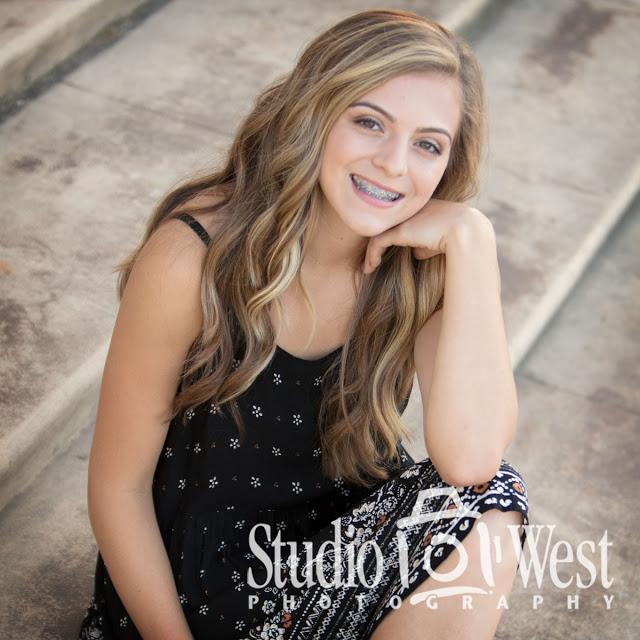 Senior Pictures - Outdoor location portrait - Class of 2018 Senior Portrait - Studio 101 West Photography