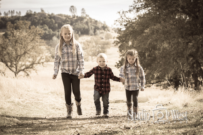 RanchFamily Portrait - Paso Robles Family Portraits - Studio 101 West Photography