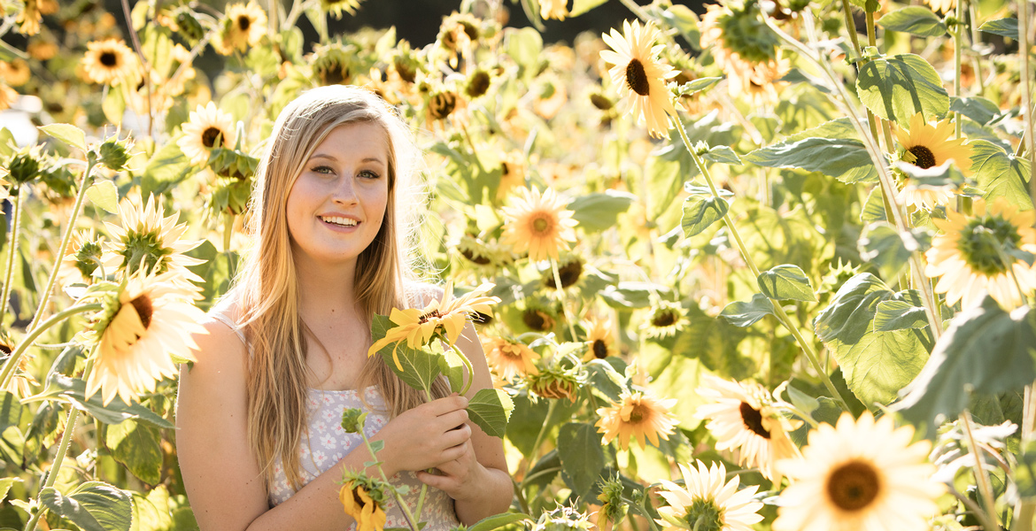 Central Coast Senior Portrait Photography - Atascadero Sunflower Senior Pictures - Studio 101 West Photography